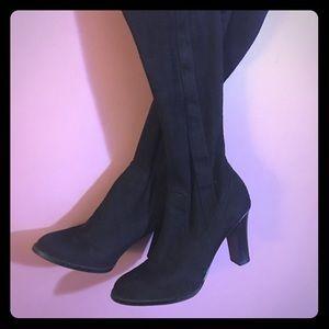 Isaac Mizrahi Black stretch boots 👢